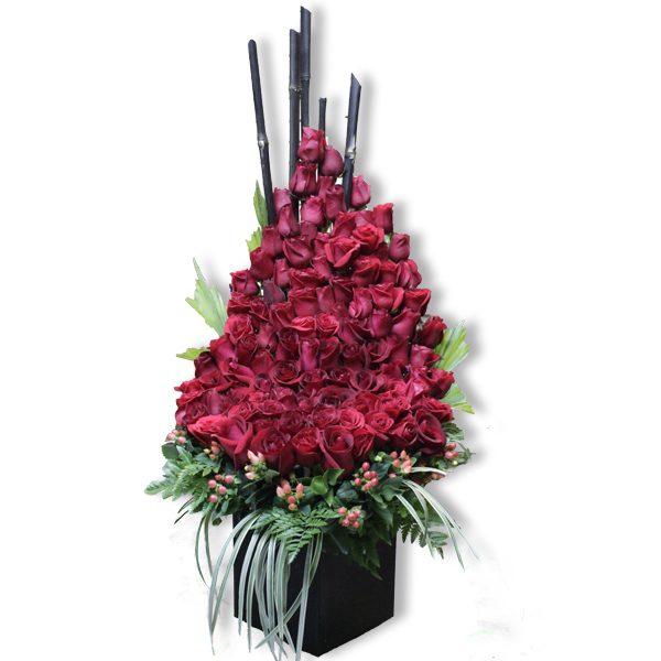 Arreglo de Flores Cascada de Rosas