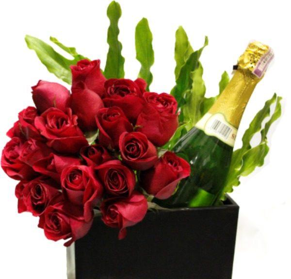 Arreglo de Rosas regalo rosas vino chocolate